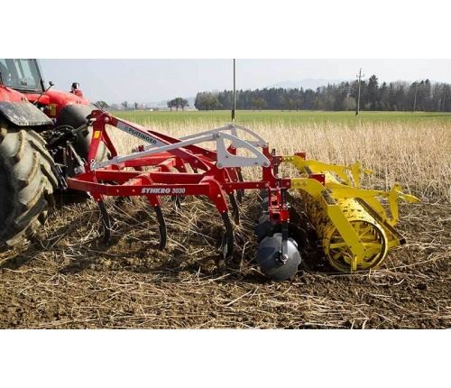 pottinger-cultivators-synkro-working-01