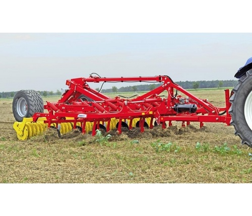 pottinger-cultivators-synkro-trailing-working-01